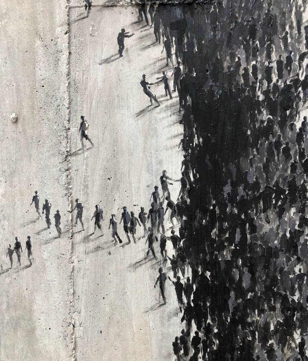 'Social distancing', mural del artista Pejac en el Hospital Marqués de Valdecilla