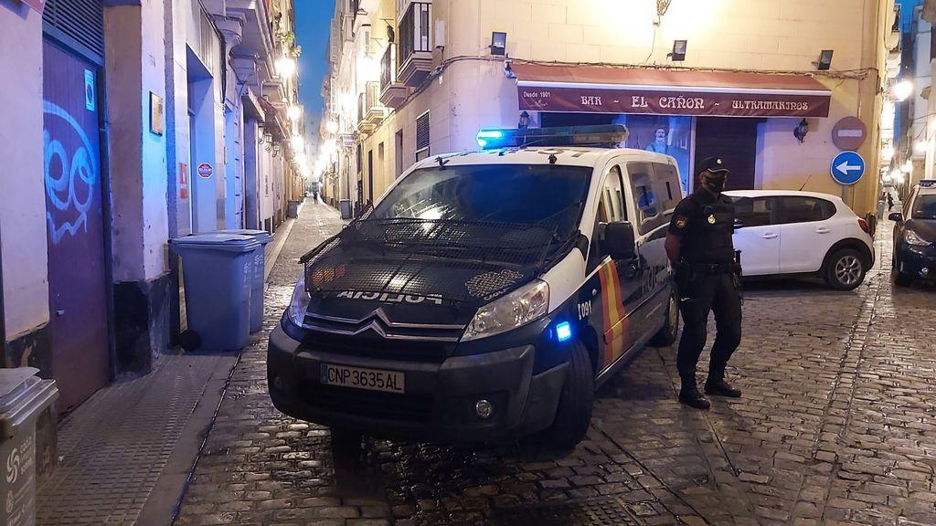 La Policía Nacional irrumpe por error en un piso de Cádiz e inmoviliza a su moradora