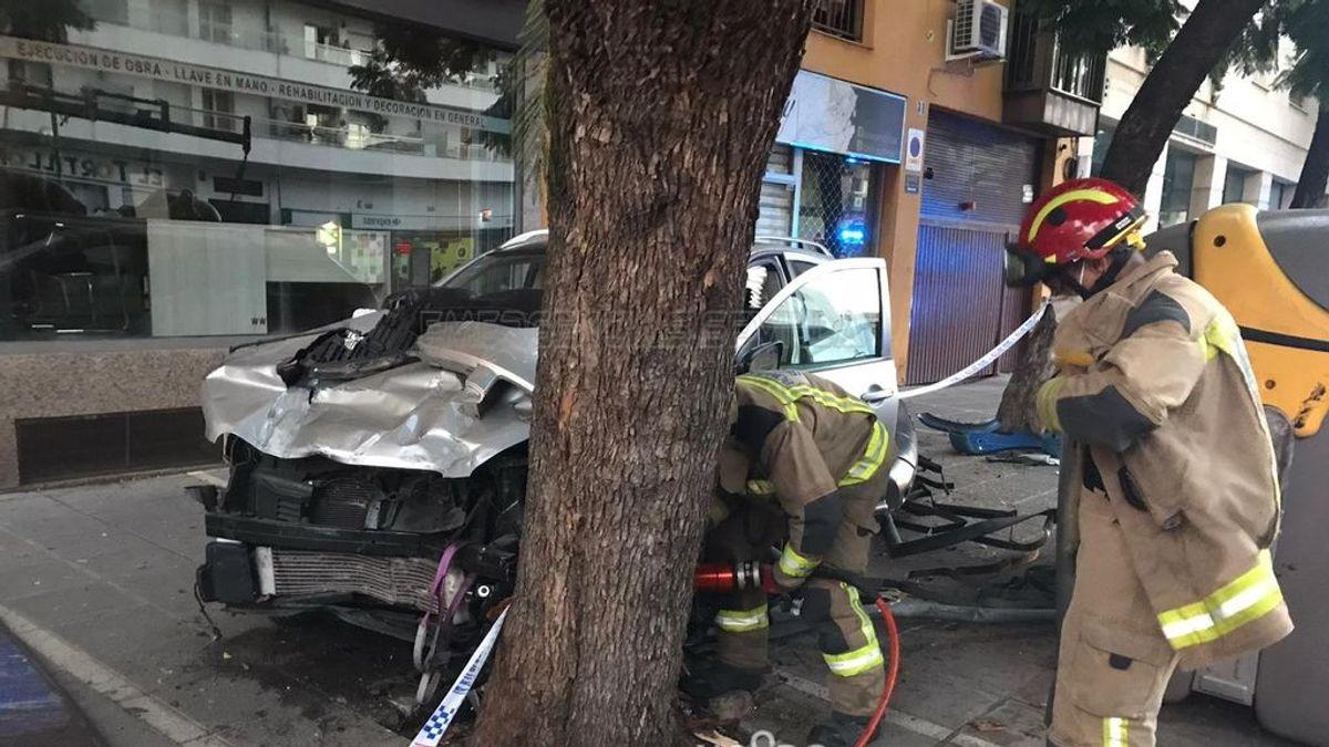 Conduce por la acera de una avenida de Sevilla duplicando la tasa máxima de alcoholemia