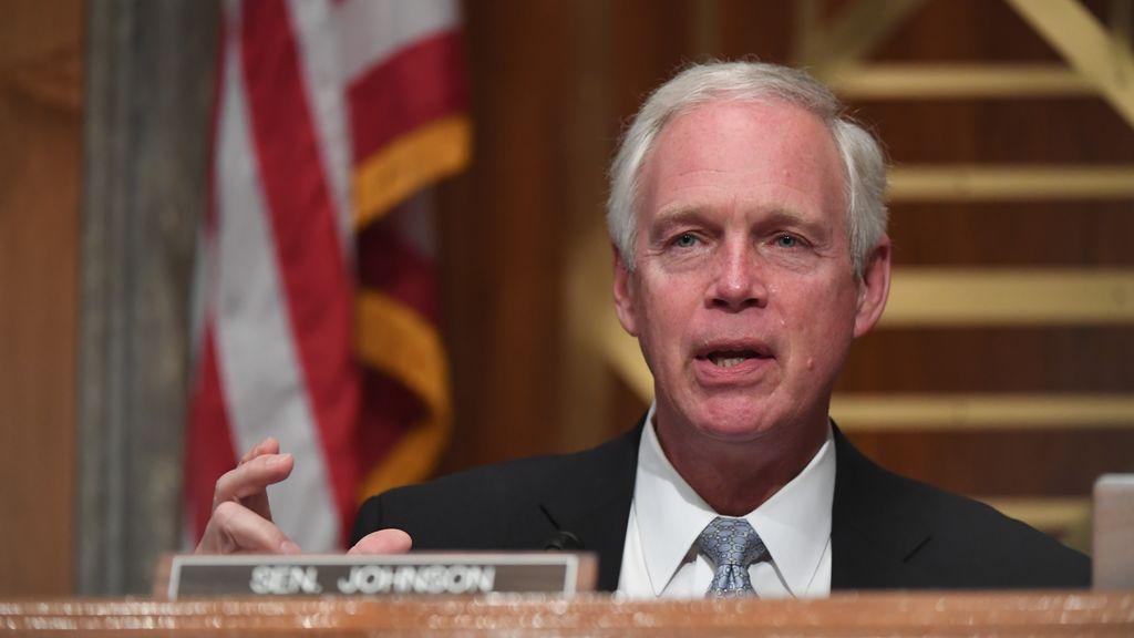 El senador de Wisconsin Ron Johnson anunció este sábado que dio positivo por covid-19