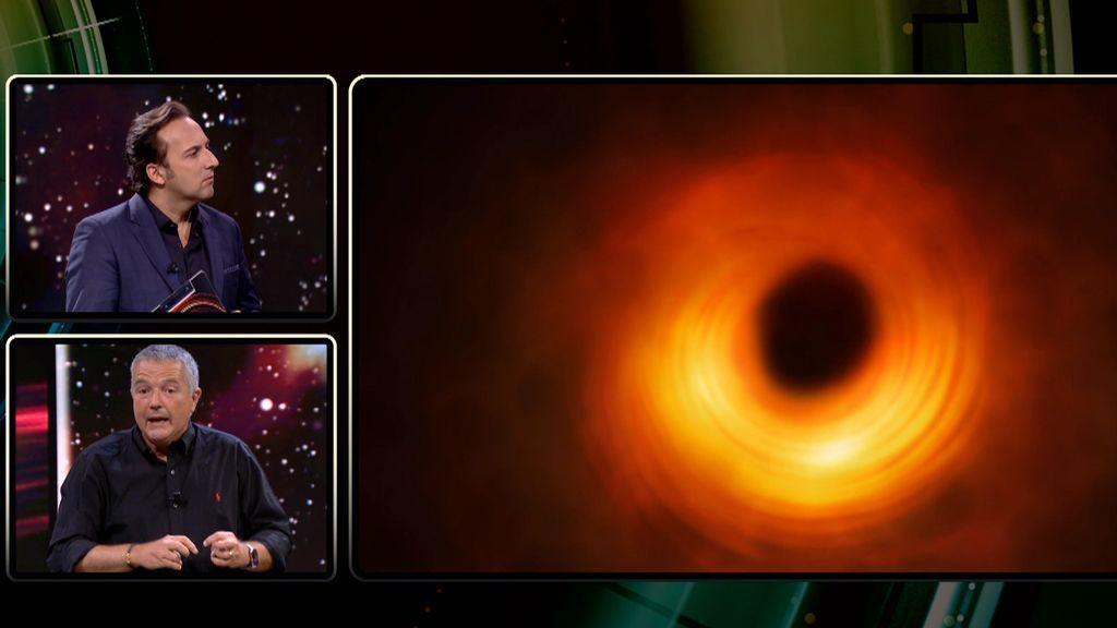 La sorprendente fusión de dos agujeros negros