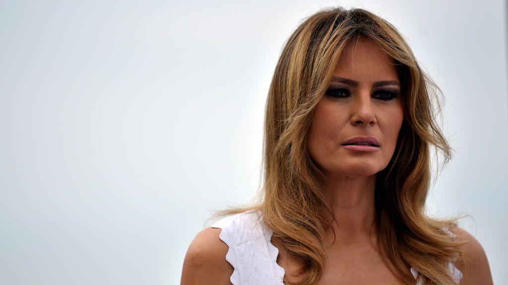 """Melania Trump """"está bien"""" y """"sus síntomas no han empeorado"""""""