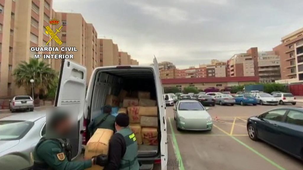 La Guardia Civil detiene a cinco personas e incauta más de cuatro toneladas de hachís en Almería