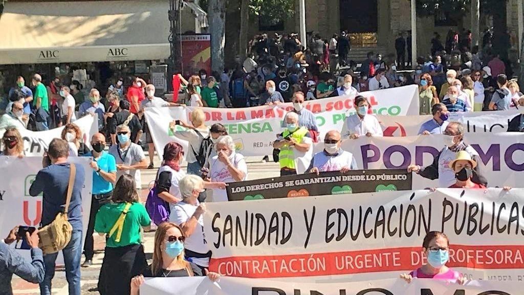 Manifestación de las mareas y Barrios Hartos en Sevilla