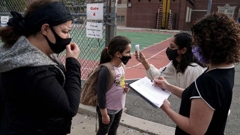 Nueva York: la primera gran ciudad en EEUU que reabre al 100% sus colegios