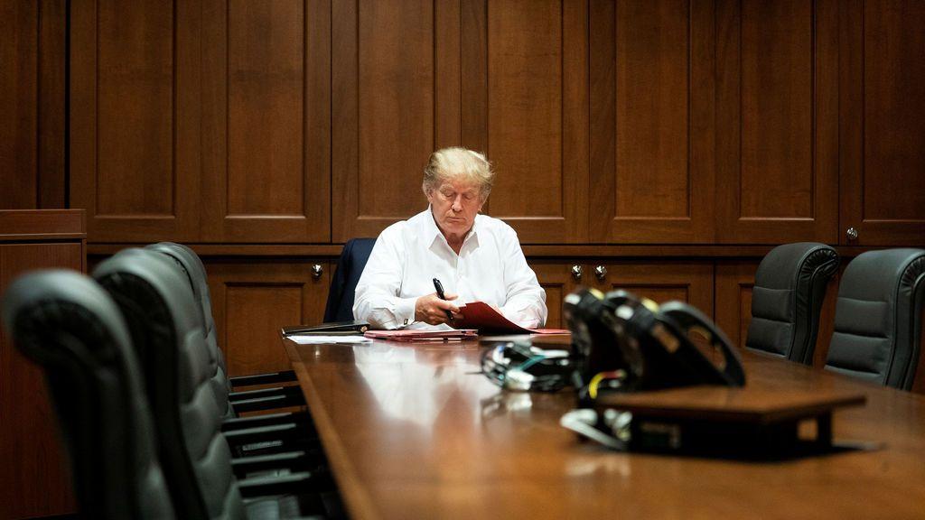 Trump trabajando tras contagiarse del coronavirus
