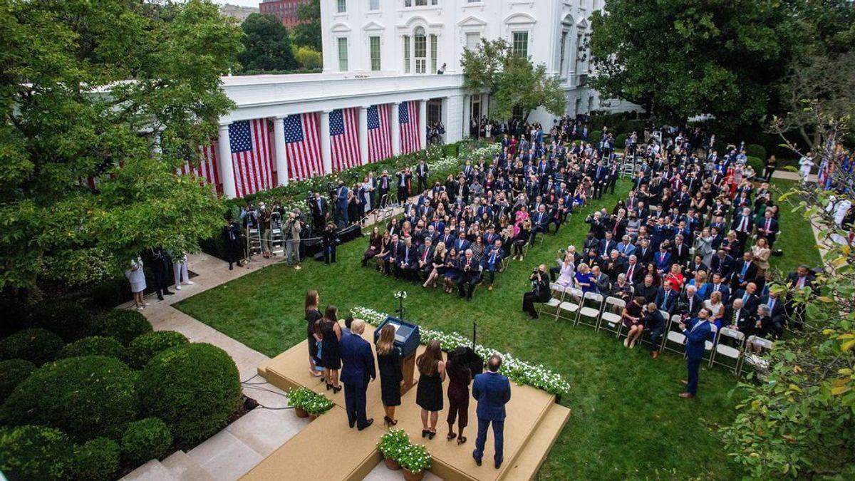 El acto en el que Trump podría haberse contagiado: decenas de personas  juntas y sin mascarilla en la Casa Blanca