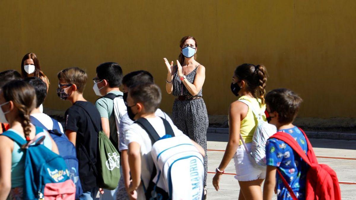 La respuesta viral de una niña cuando su profesora se quita la mascarilla en clase