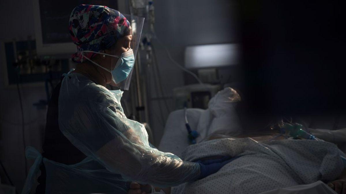 """Científicos chilenos alertan de una mutación """"muy rara"""" del SARS-CoV-2 en las provincias del sur del país"""