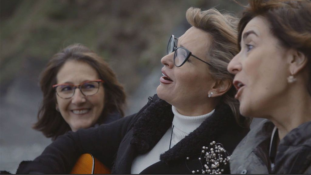 Ainhoa Arteta canta junto sus amigas
