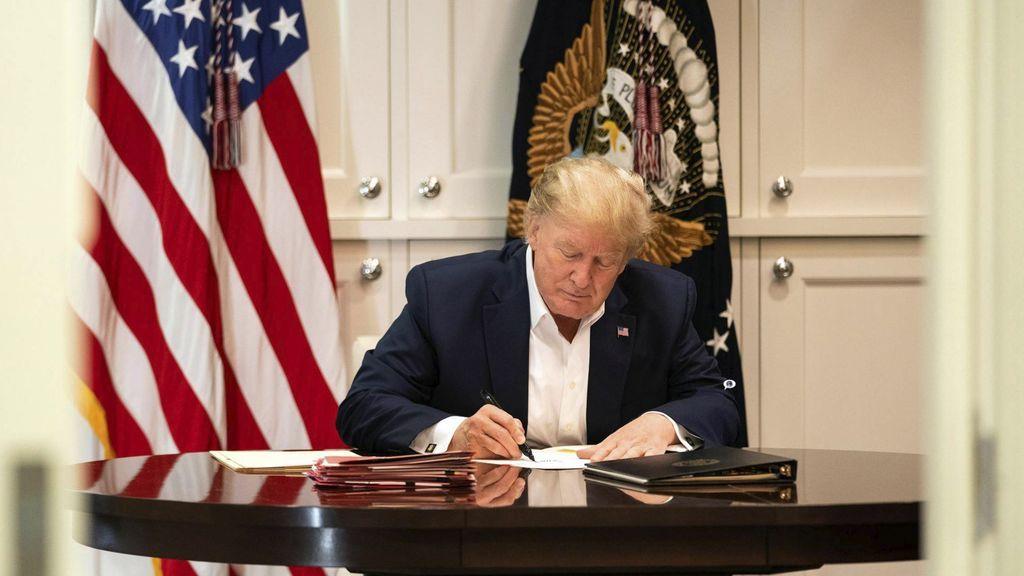 """La salud de Trump sigue siendo una incógnita: mensajes de """"todo va bien"""" pero tratamiento para casos graves"""