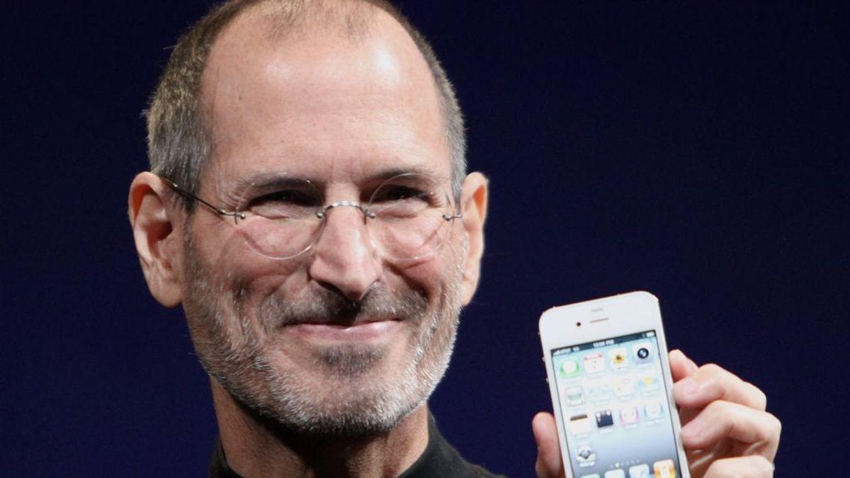De Steve Jobs a Jeff Bezos: el truco de guardar silencio incómodo antes de deslumbrar con la respuesta