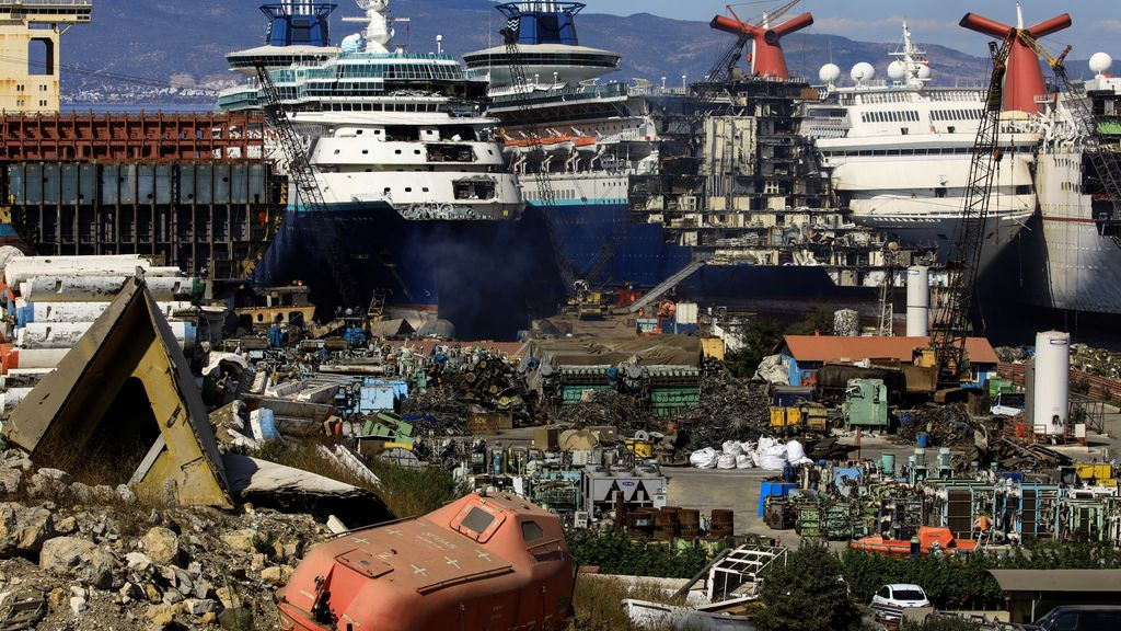 Cruceros de lujo desmantelados por la crisis en el sector originada por la pandemia del coronavirus
