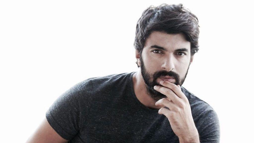 Engin Akyürek tiene 38 años y lleva actuando desde que era muy joven.