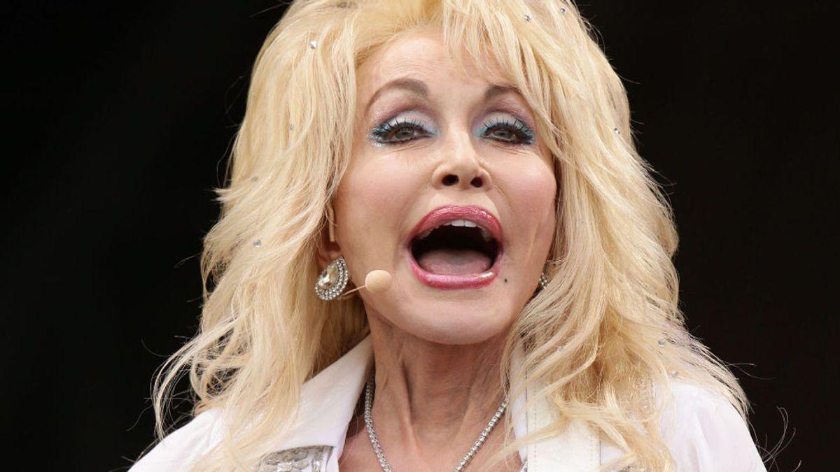 Dolly Parton confirma que está negociando con Playboy para ser la nueva 'conejita'