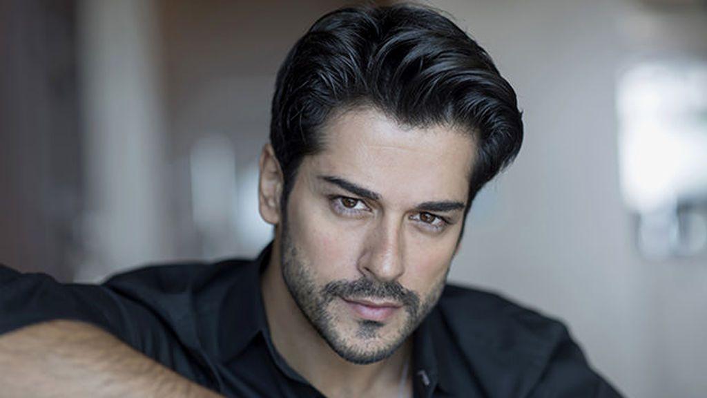 Burak Özçivit y su serie 'Kara Sevda' ha sido emitida en 74 países y traducida a 50 idiomas.