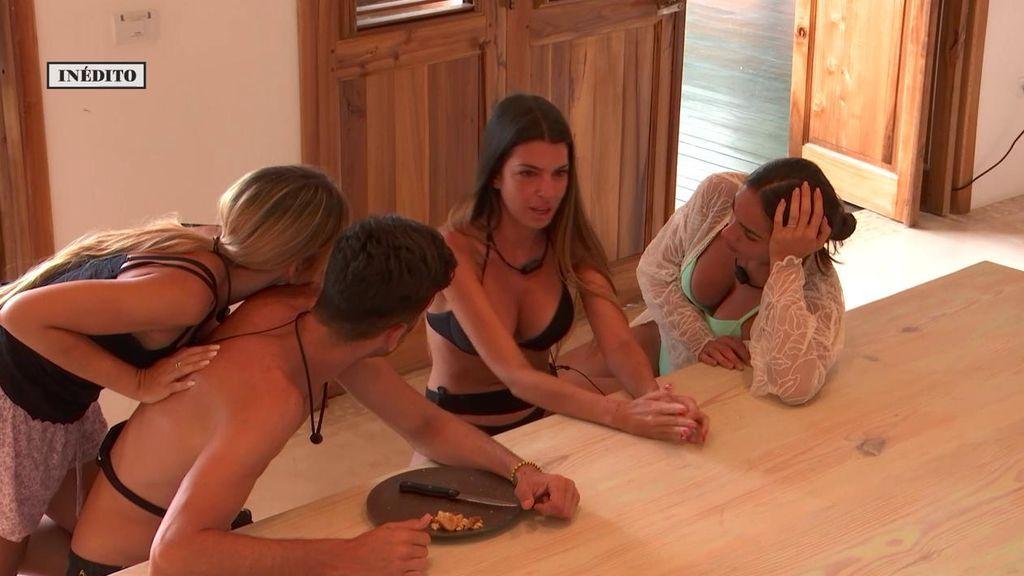 """Andrea se derrumba recordando que Óscar está como soltero en Villa Playa: """"Vengo a tentar y estoy aquí llorando"""""""