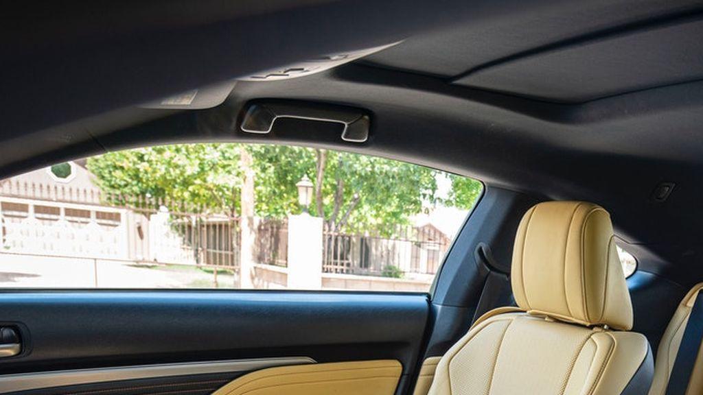 Las agarraderas del coche: cómo fijarlas para adaptarlas a tus necesidades