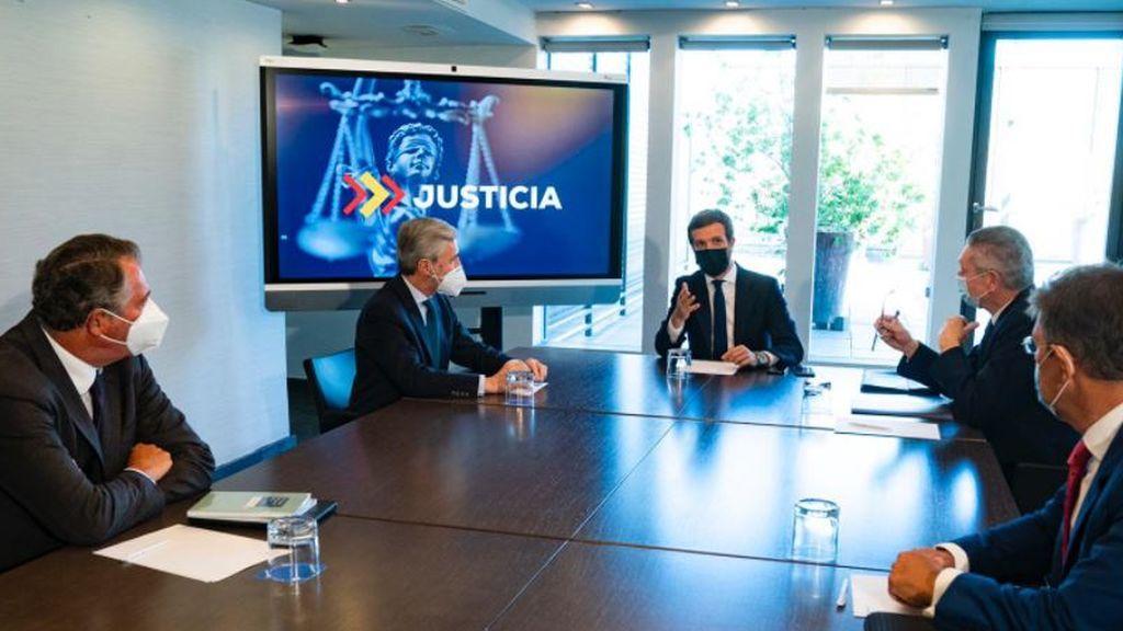 Casado con los ministros de Justicia de Aznar y Rajoy en plena bronca por el Poder Judicial