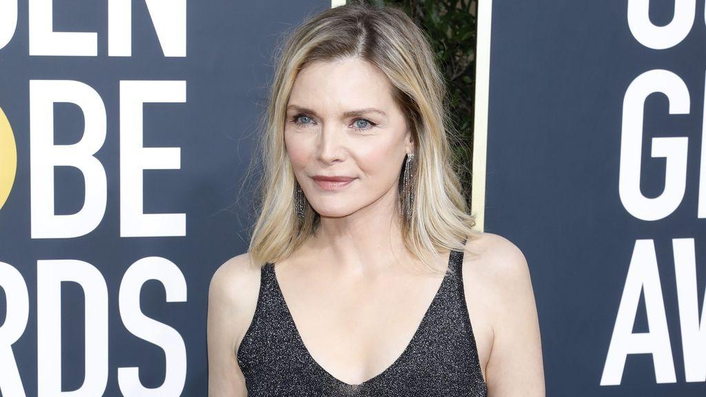 Uno de los secretos de Michelle Pfeiffer para mantener su piel joven es ser vegana.