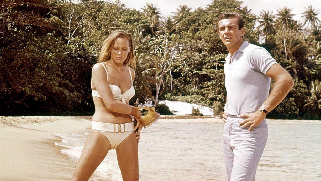 Medio millón de euros por el bikini de Ursula Andress como primera chica Bond