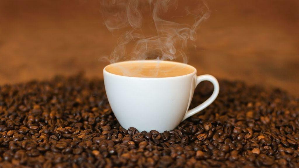 La mejor manera de tomarse el café es con los granos ligeramente tostados