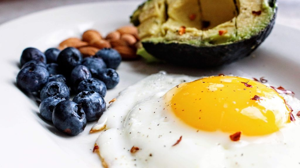 Saciante, nutritivo, con pocas calorías, anti-celulítico y barato: los poderes del modesto huevo