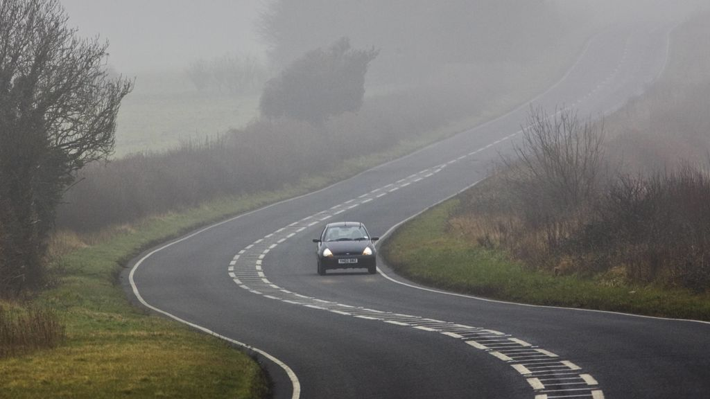 ¿Te ha sorprendido la niebla? Seis trucos para conducir seguro con ella