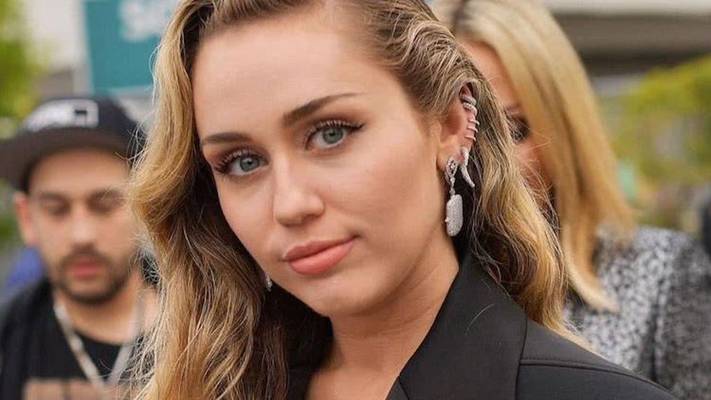 La cantante Miley Cyrus también se lleva la palma en cuanto a pendientes.