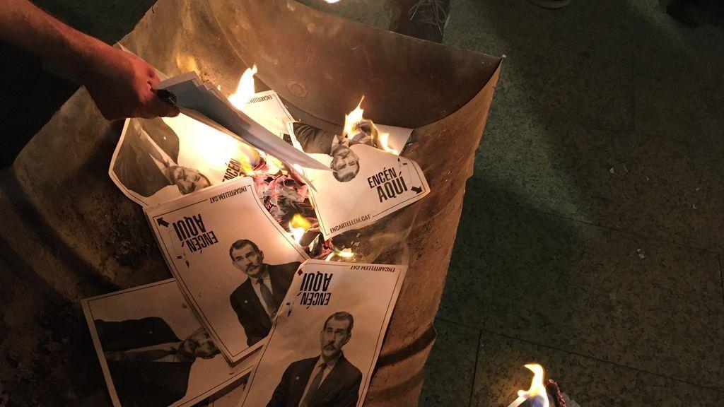 La ANC caldea la visita del Felipe VI a Barcelona con quemas de fotos del rey