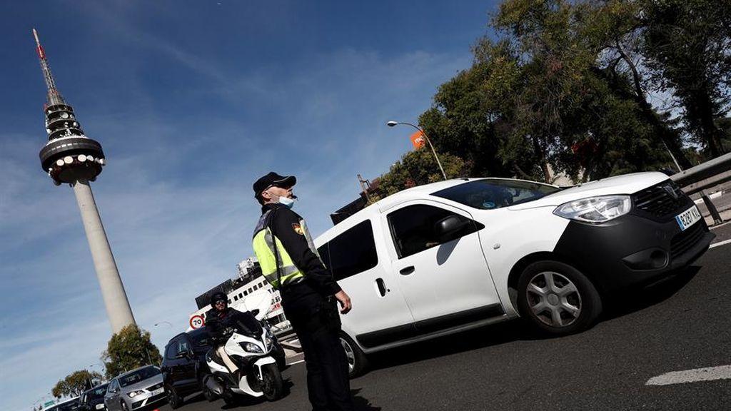 ¿Saldrán los madrileños de puente del Pilar? Retenciones kilométricas por varios accidentes en las salidas de Madrid