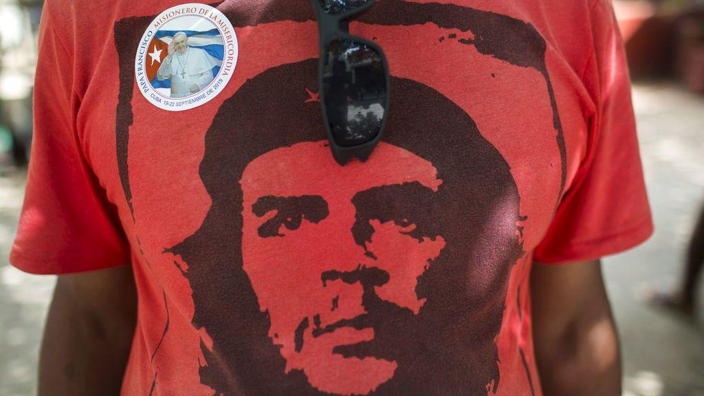 Pablo Iglesias y Rocío Monasterio: duelo tuitero entorno al Che Guevara