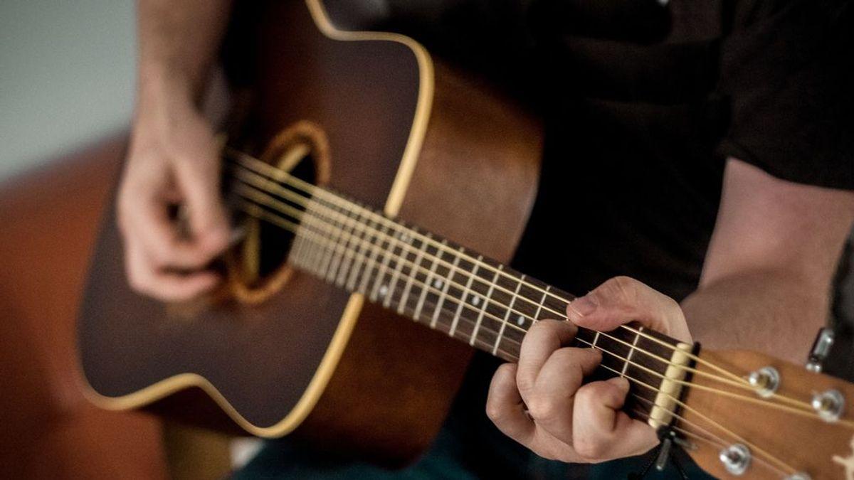 Seis guitarras españolas míticas para iniciarte y sentirte un gran músico
