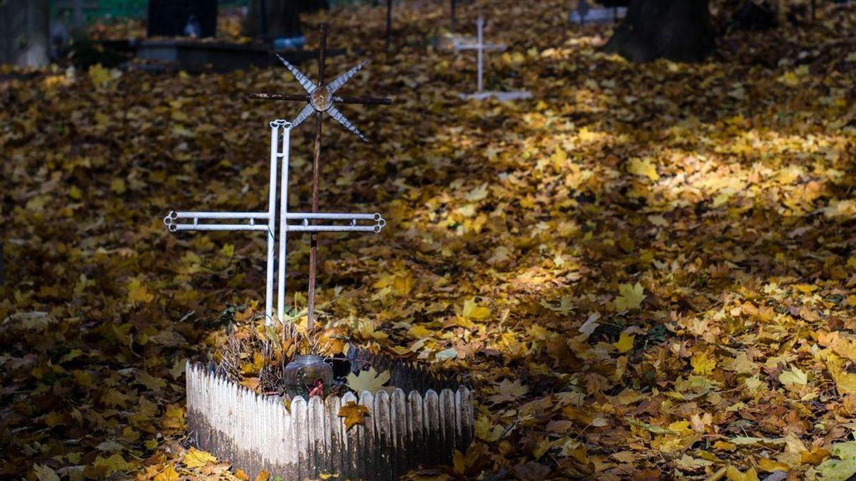 El misterio de los fetos enterrados en un cementerio romano con cruces con los nombres de sus madres