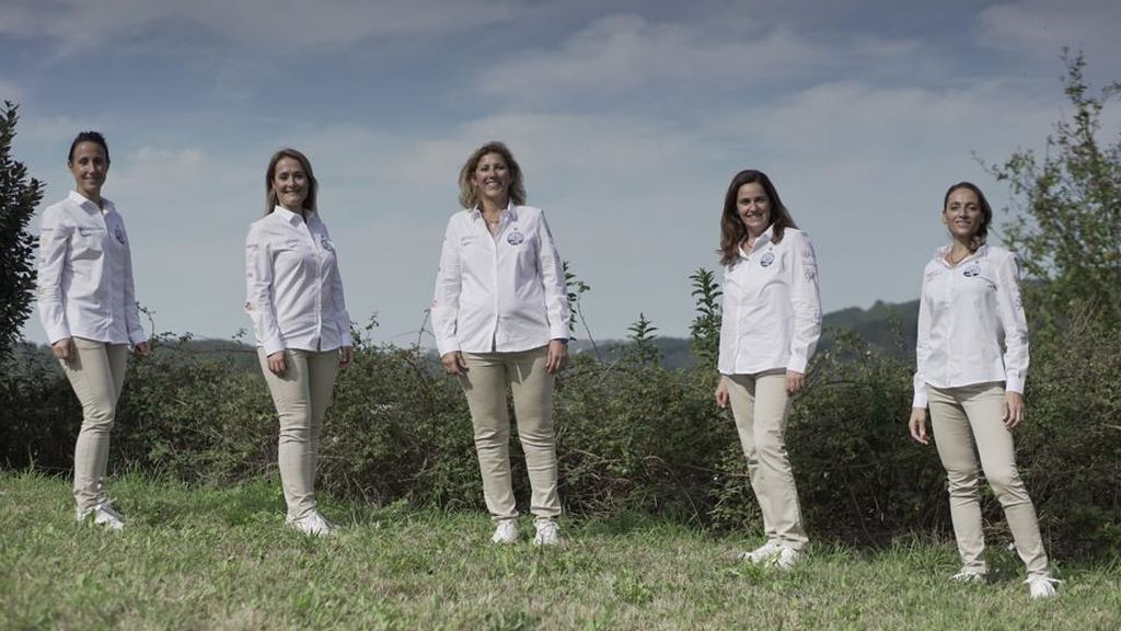 María, Lorena, Fátima, Nuria y Marian, las 5 tripulantes.