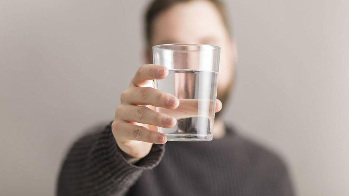 Calentar un vaso de agua en el microondas puede ser muy peligroso: los motivos por los que no debes hacerlo