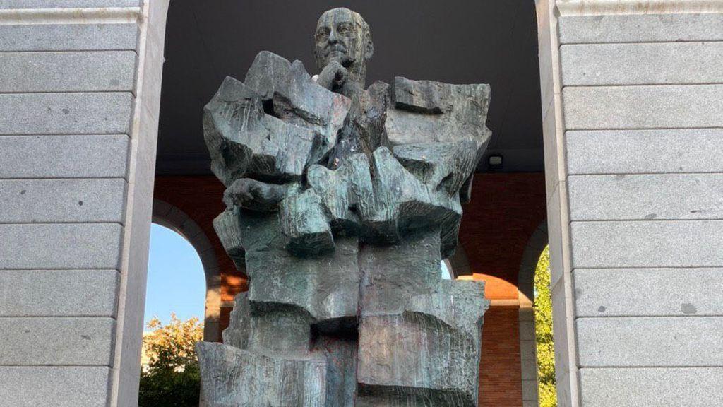 "Yolanda Díaz denuncia pintadas de ""asesino"" en la estatua de Largo Caballero en Madrid"