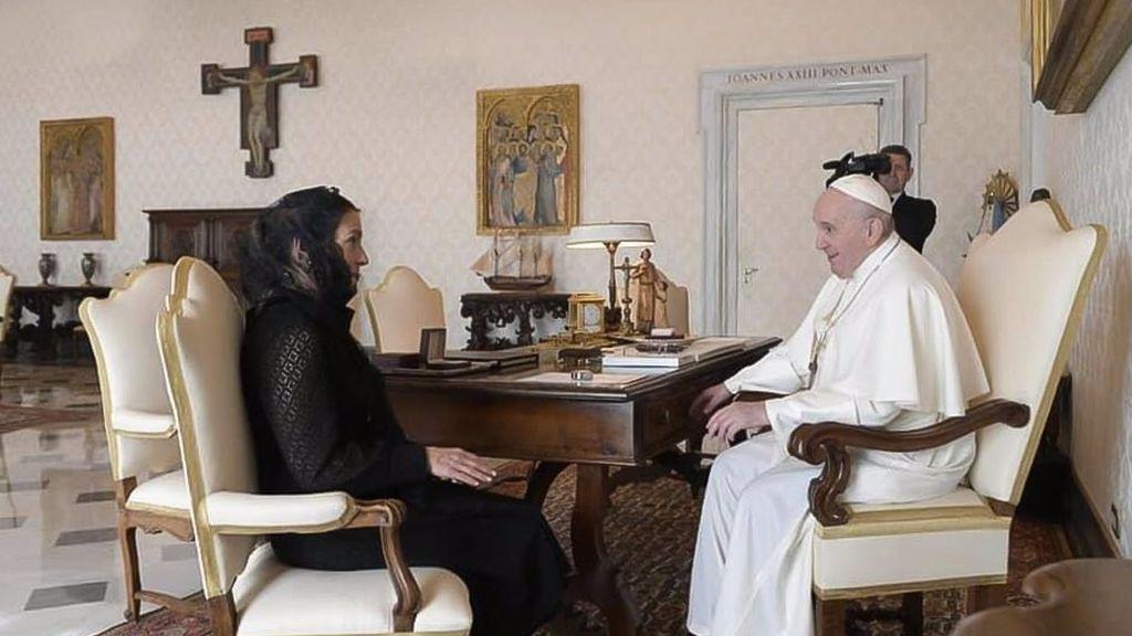 López Obrador manda a su esposa al Vaticano para insistir al papa que pida disculpas por la conquista