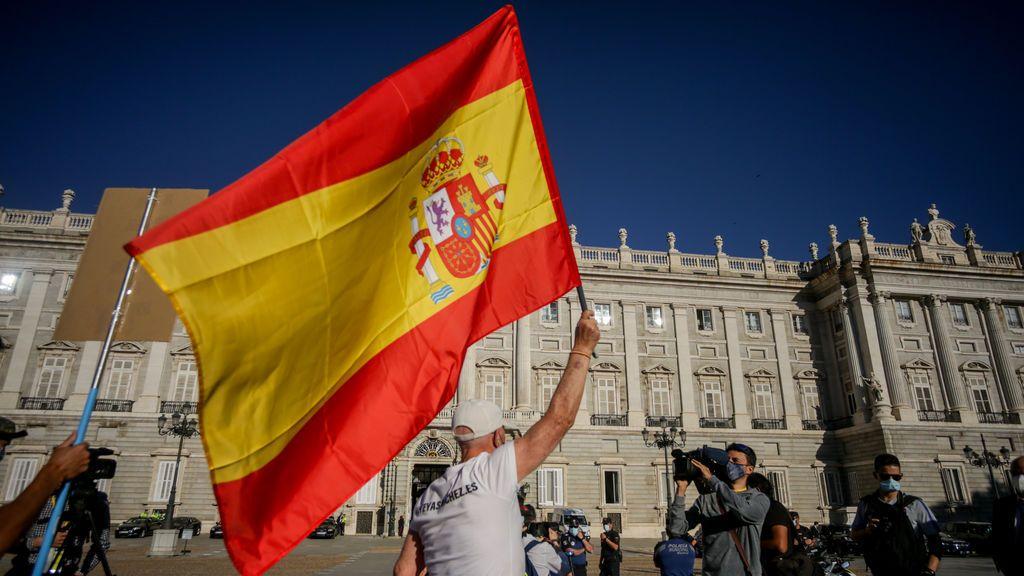 """El PP lanza una campaña para ensalzar la bandera """"como símbolo de unión de los españoles"""" en la Fiesta Nacional"""
