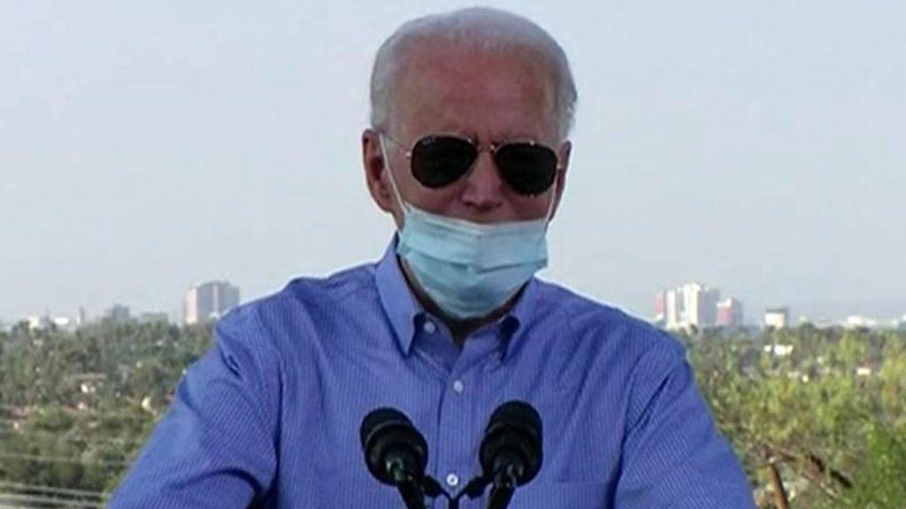 Biden, criticado por toser en la mano