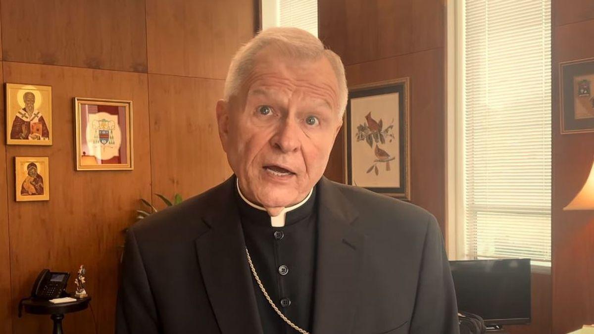 """El arzobispo de Nueva Orleans manda quemar el altar en el que un cura realizó un trío con dos dominatrix: """"Fue demoníaco"""""""