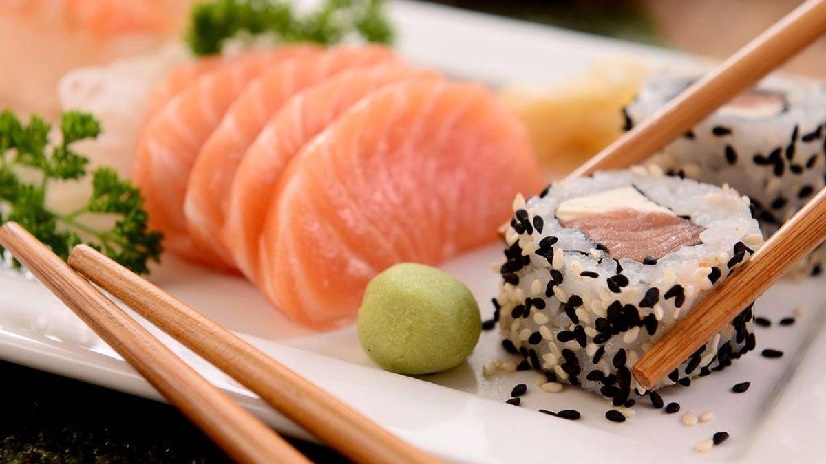 ¿Usas palillos para comer sushi? Esta es la forma correcta de hacerlo