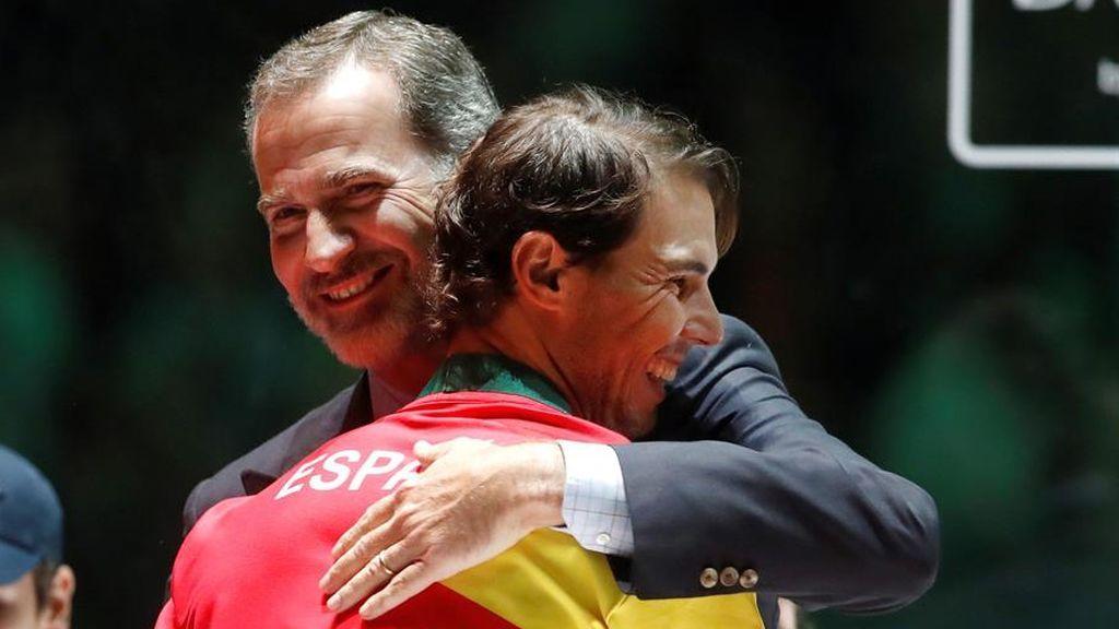 """La política y el deporte felicitan a Rafa Nadal, """"el mejor deportista de la historia"""", por su decimotercer Roland Garros"""