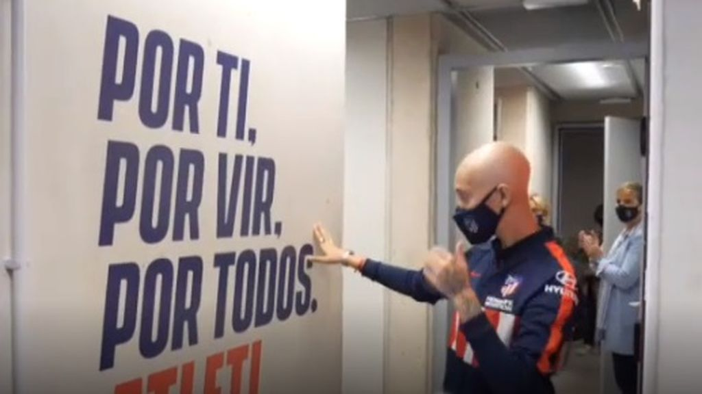 El emocionante homenaje de las jugadoras del Atlético a su compañera Virginia Torrecill, que padece un tumor