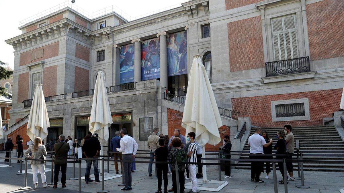 Los madrileños abarrotan las calles del centro en el primer fin de semana del estado de alarma