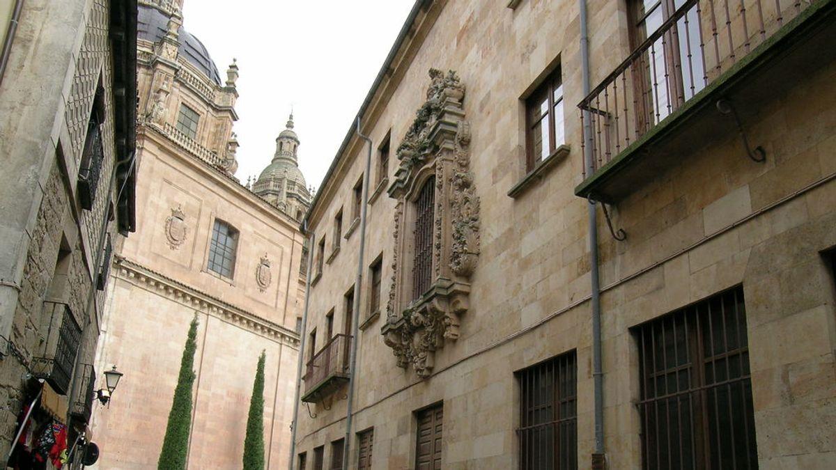 La Universidad de Salamanca expulsa a 75 alumnos por participar en una fiesta con barra libre