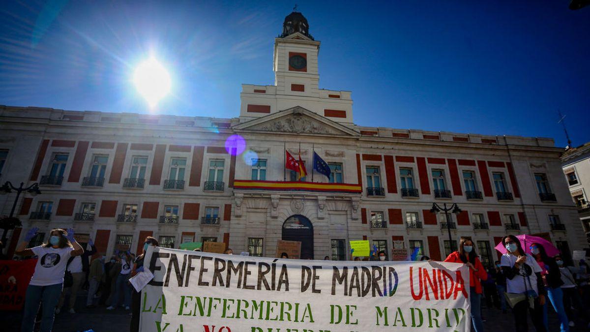 """Enfermeras y enfermeros se concentran en Madrid para exigir mejores condiciones laborales: """"Menos banderas, más enfermeras"""""""