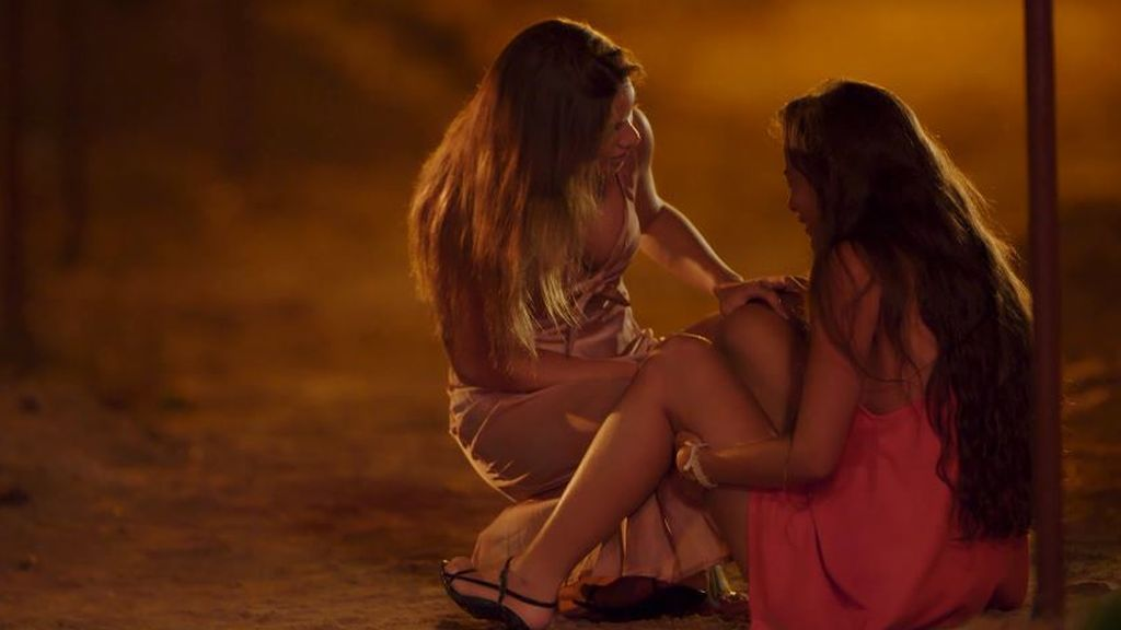 Melodie intenta calmar a Melyssa en 'La isla de las tentaciones'