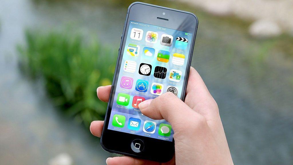 El coronavirus puede sobrevivir hasta 28 días en las pantallas de los móviles, según un estudio