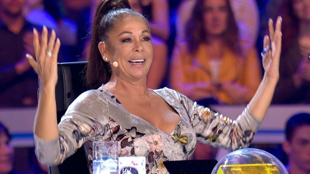 Isabel Pantoja se convierte en la fan número 1 de Joaquín y le hace los coros de su actuación